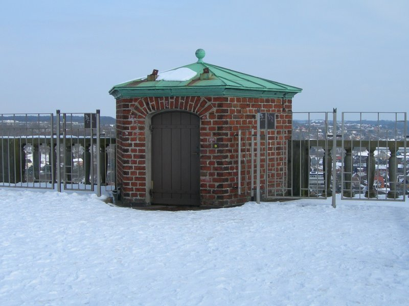hut.jpg by orca